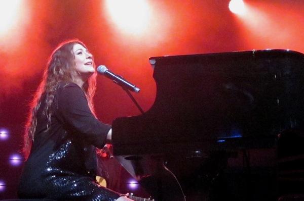 קרן פלס במופע בכורה בהבימה (צילום: שרון עובדיה)